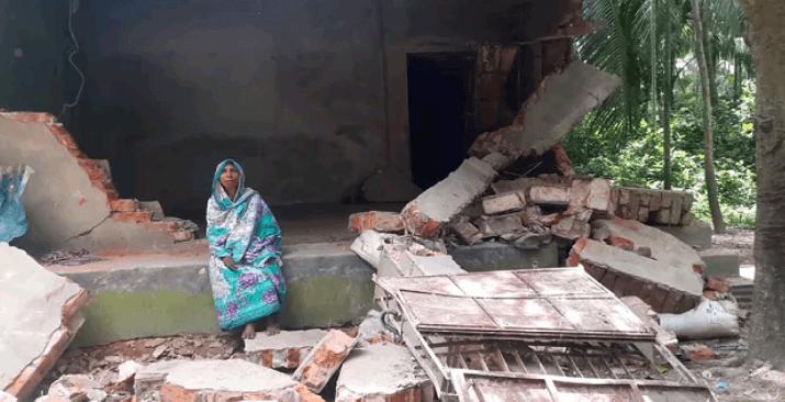 বন্যহাতির আক্রমনে পূর্ব বৈলগাঁওয়ে ক্ষতিগ্রস্ত বাড়িঘর